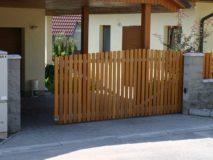 vjezdová brána u rodinného domu