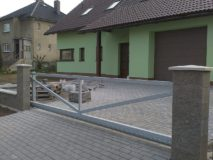 kovová vjezdová brána
