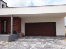 garazova vrata rodinny dum
