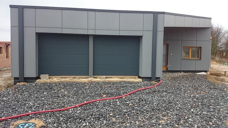 garážová vrata pro dvě auta