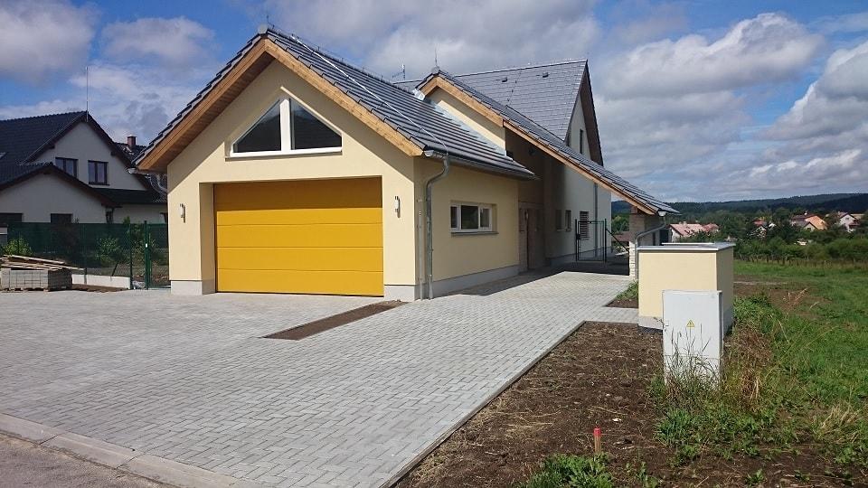 Sekční garážová vrata Hörmann montované firmou Seidler