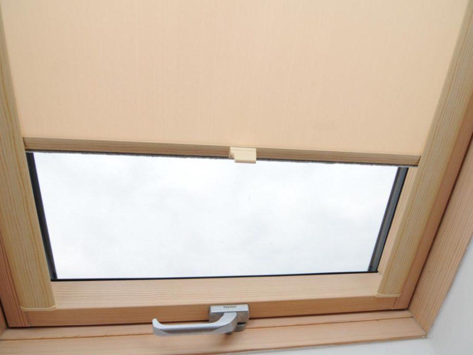 roleta na střešní okna