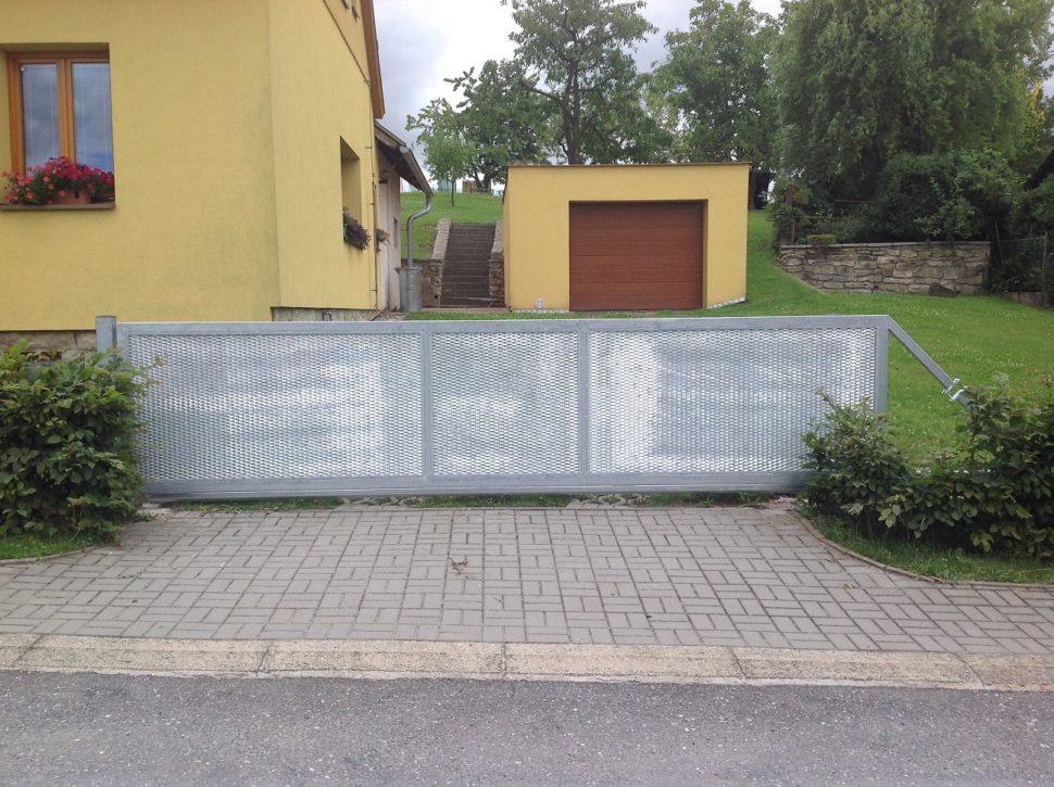 posuvná brána montovaná firmou Seidler