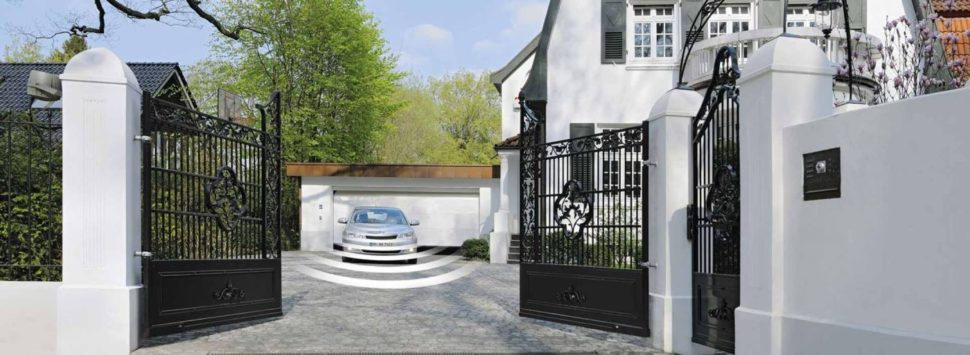 dvoukřídlá brána Hörmann montovaná firmou Seidler